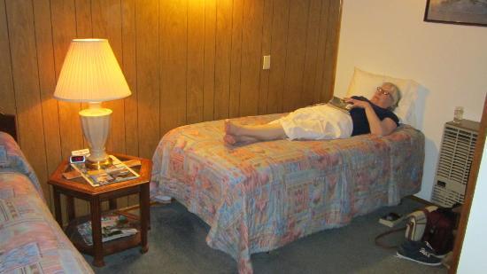 Totem Trail Motel: room interior