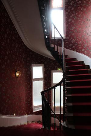 Hotel de Paris : Up the stairs to our room