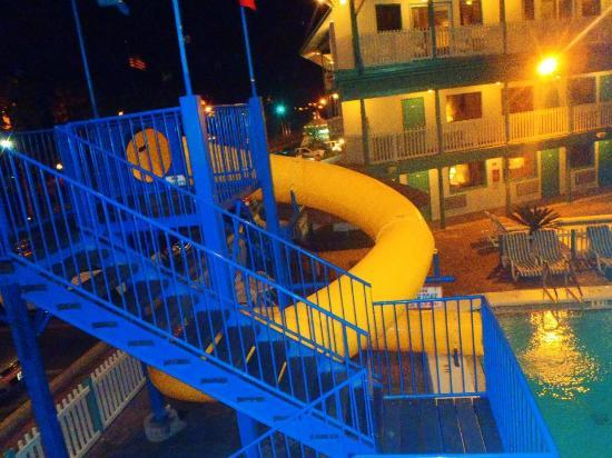 The Sandpiper Beacon Beach Resort: Slide in front pool