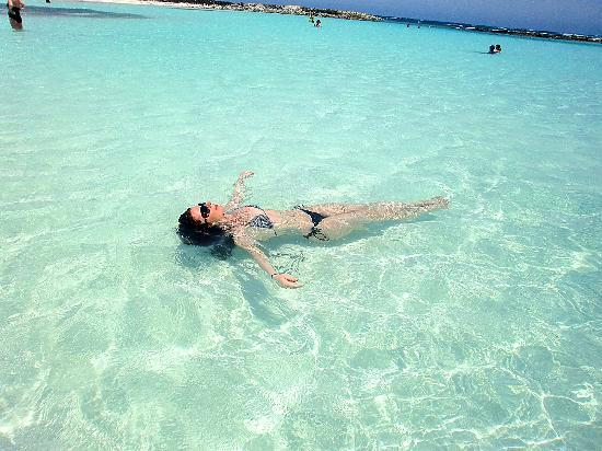 Baby Beach : crystal clear water