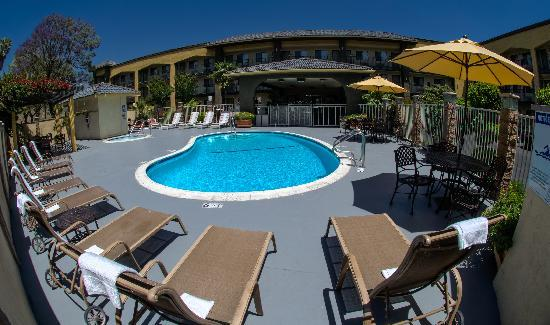 Quality Inn Ontario Airport Convention Center: Pool