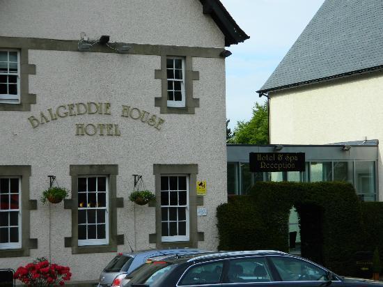 BEST WESTERN Balgeddie House Hotel: Front of hotel