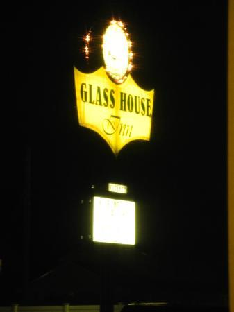 Glass House Inn: Entrance sign at night