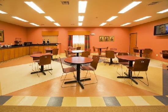 Hotel Ruidoso - Midtown: Complimentary Hot breakfast dining area