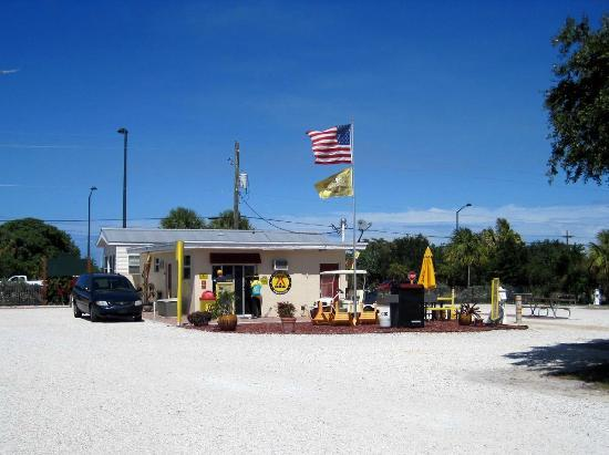 Fort Pierce KOA: main Entrance