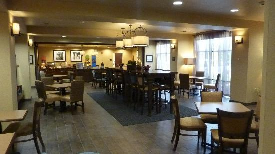 Hampton Inn Winfield: Salle du PdJ