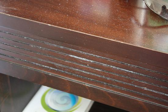Carlton Hotel Dublin Airport: This was more than dust. It was solid & stuck to the furniture.