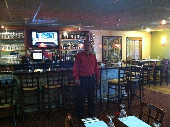 Kinara Restaurant and Lounge: Dino at his bar
