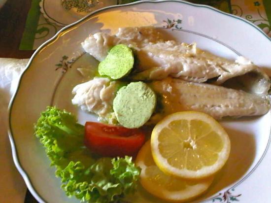 Hofschänke: Zander filet mit Kräuterbutter