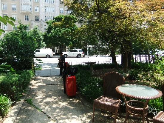 Akwaaba DC: Front Courtyard - ideal for relaxing on a hot evening