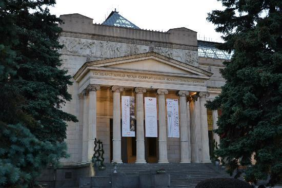 IL Patio: View of the Museum of Fine Arts Pushkin Volkhonka Street.