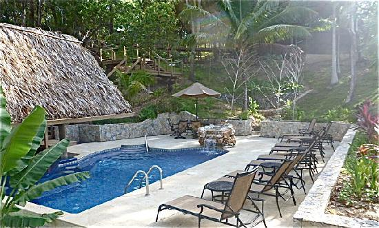 Upachaya Eco-Lodge : Looking over the pool from the garden area