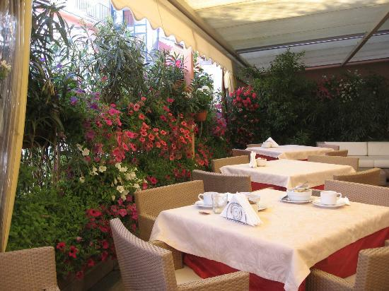 Hotel San Carlo: roof top breakfast