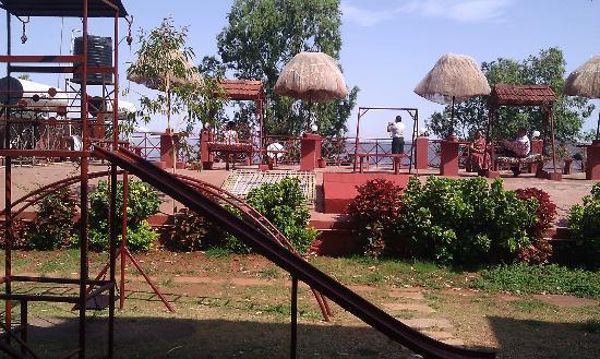 Panchgani Health Resort : Abandoned Play area