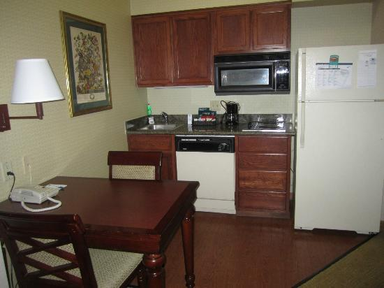 Homewood Suites by Hilton-Hillsboro/Beaverton : Loved the kitchen