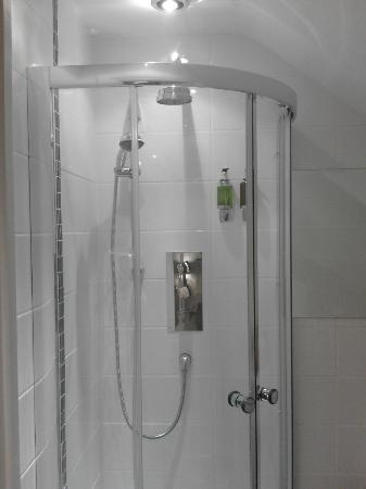 Buckle House: Shower