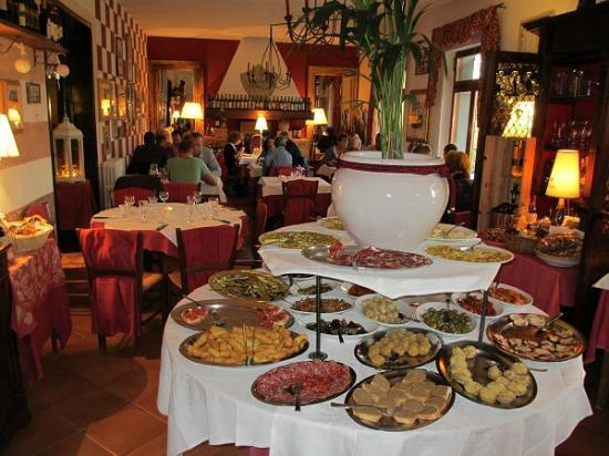 Hotel Colle Etrusco Salivolpi: Restaurant um die Ecke