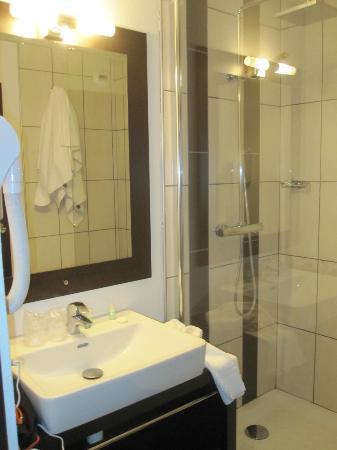 Campanile Reims Centre - Cathedrale: Bathroom