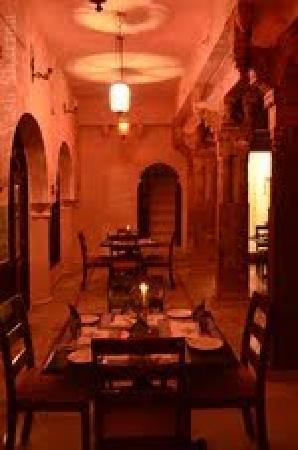 Rajmahal Bhindar: Restaurant