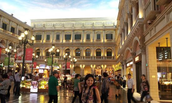 The Venetian Macao Resort Hotel: Square