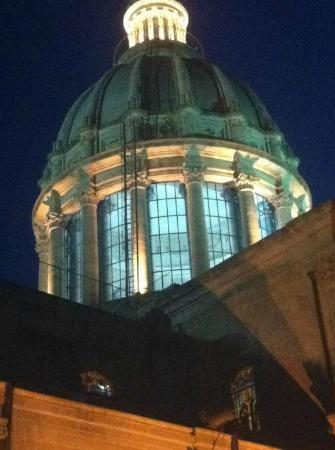 La Finestra Sul Duomo: Suggestiva vista della cupola dalla terrazza