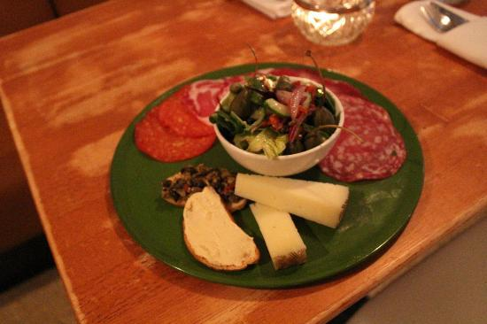 Neills Hill Brasserie: Charcuterie and cheese plate, yum!!