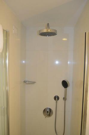 Hotel Plaza: Dusche Zimmer 403