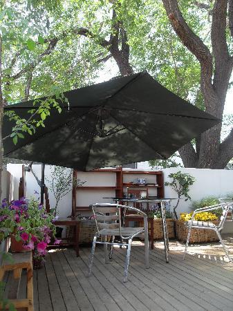 Beijing Wohkoon Hostel-Nan Luo Gu Xiang Branch: terrace table