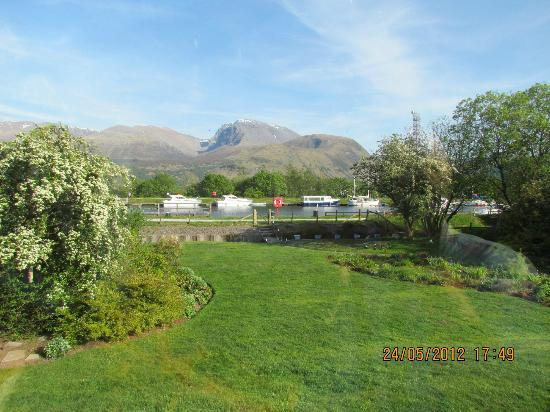 Glenshian Guesthouse: The view from the guest lounge
