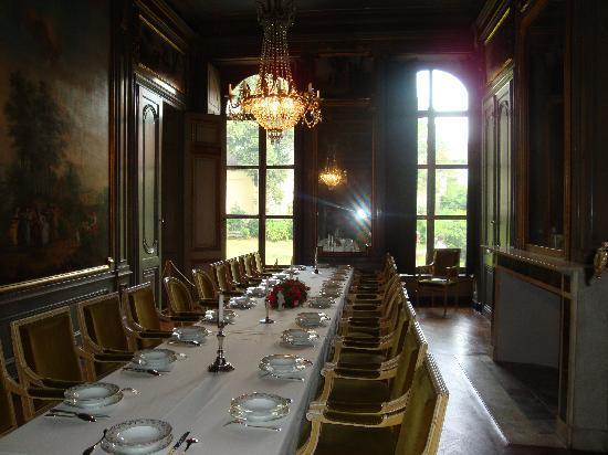 Hotel d Hane-Steenhuyse: bezoek aan de baron, Louis XVIII (louis die zwiet) is weer te laat