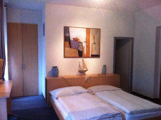 Hotel-Restaurant l'Acacia: camera