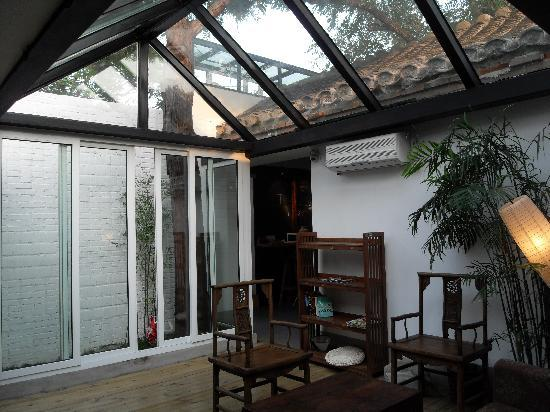 Beijing Wohkoon Hostel-Nan Luo Gu Xiang Branch: back yard glass ceiling