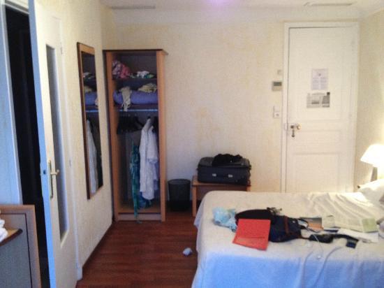 Hôtel Le Beau Séjour : vue dans la chambre 38