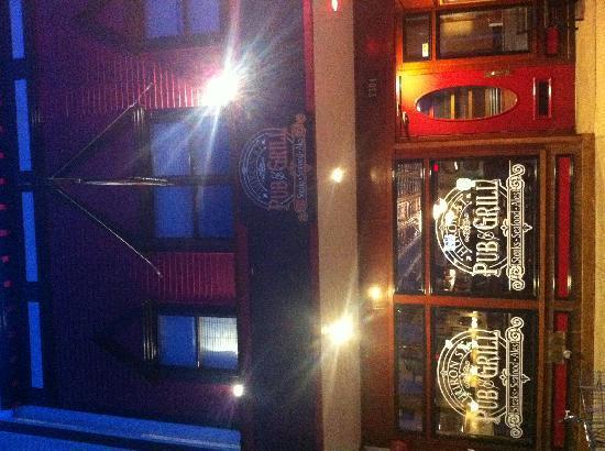 Huron Street Pub & Grill: l