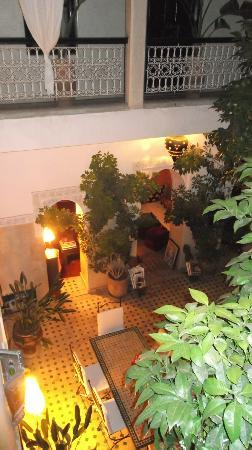 Riad Aguerzame: evening in the courtyard and lounge area