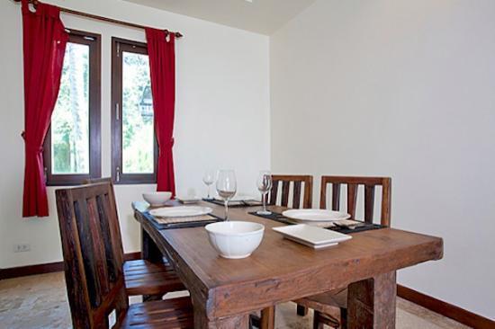 Thai Estate Beach Apartments: apartment dining
