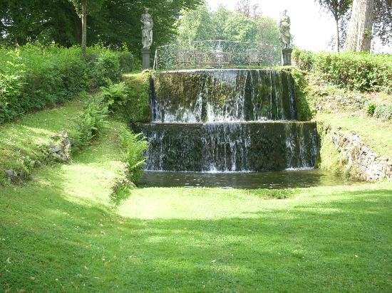jolie cascade picture of les jardins d 39 annevoie annevoie rouillon tripadvisor. Black Bedroom Furniture Sets. Home Design Ideas
