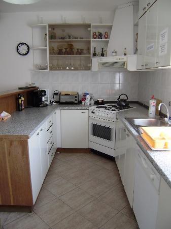 Villa Radovic : shared kitchen