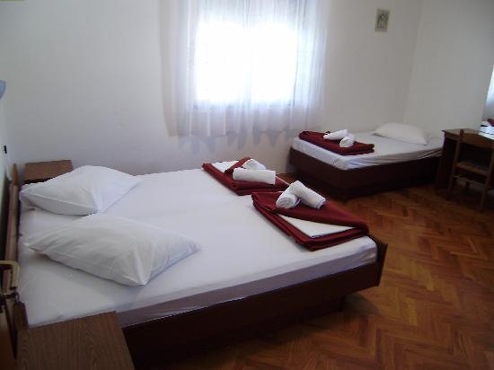 Villa Radovic : triple room with balcony/sea view