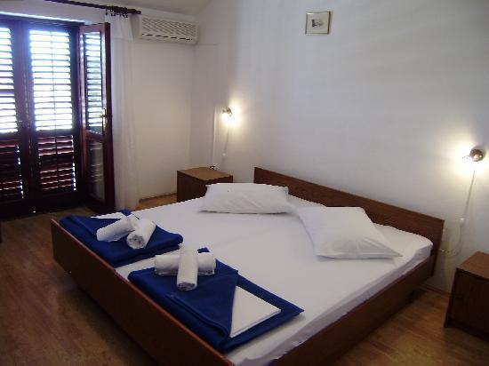 Villa Radovic : double/twin room with balcony/seaview