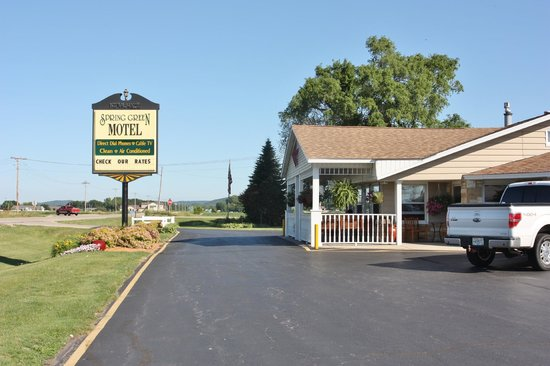 Spring Green Motel Photo