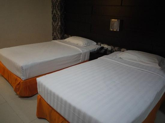 Santa Grand Hotel Bugis: room at basement