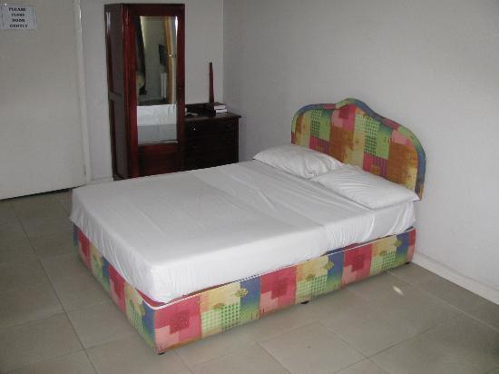 Capricorn Fiji Hotel: 2nd floor room