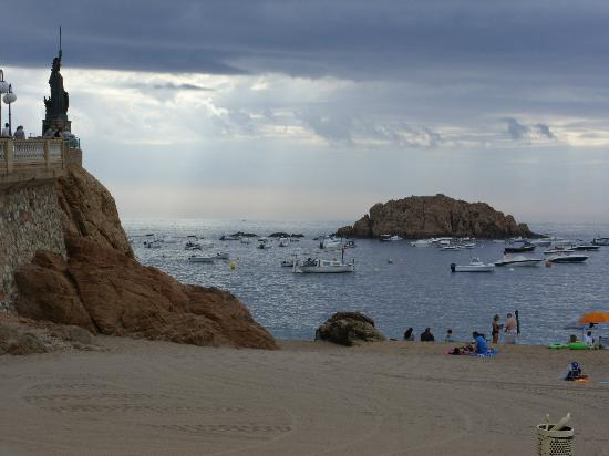 Hotel Mar Bella: The beautiful local beach, a couple of minutes walk.
