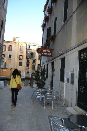 Hotel San Moise: Entrada principal