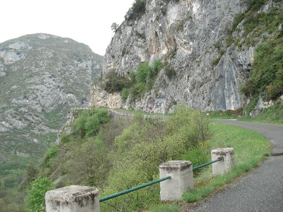 Niaux Caves: Road up to the Cave