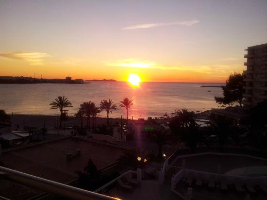 Bellamar Hotel: Beautiful sunset view from our 3rd Floor Balcony