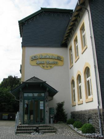 Alte Landratsvilla - Hotel Bender: Entrance from car park