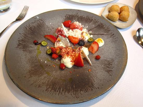 The Ledbury: Ewes milk and strawberry desert
