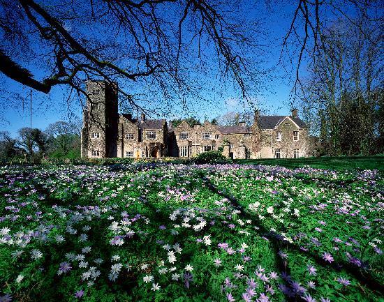 Belle Isle Castle and Cottages : Castle exterior Spring